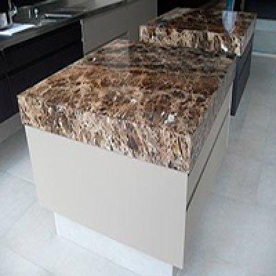 Balcão de cozinha de mármore em Barueri - SP