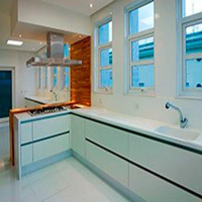 Cozinha planejada em mármore em Barueri - SP