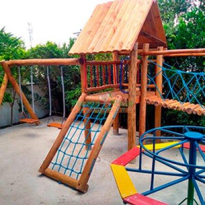 Brinquedos de madeira em eucalipto tratado